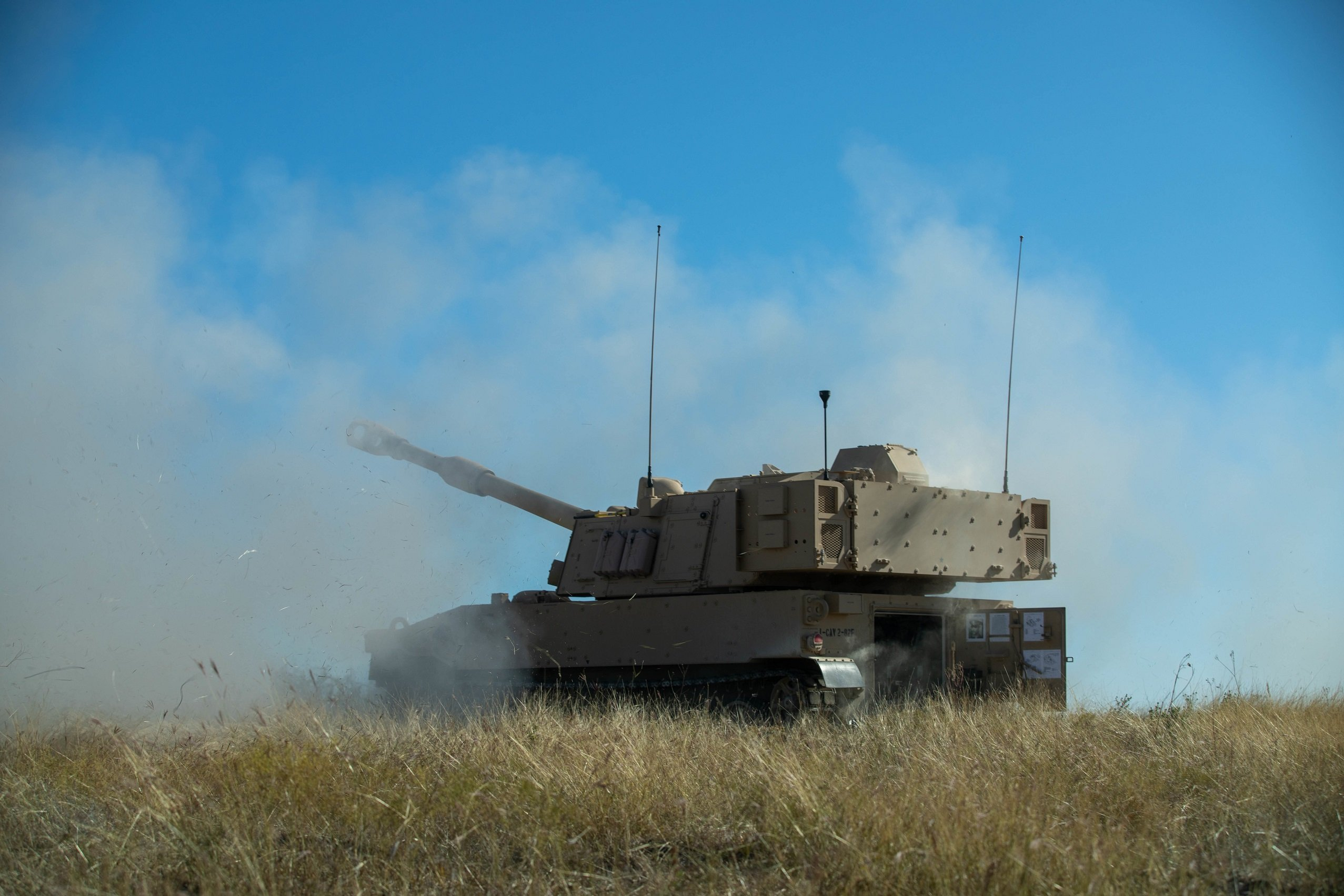 US Army test fire M109A7 Paladins