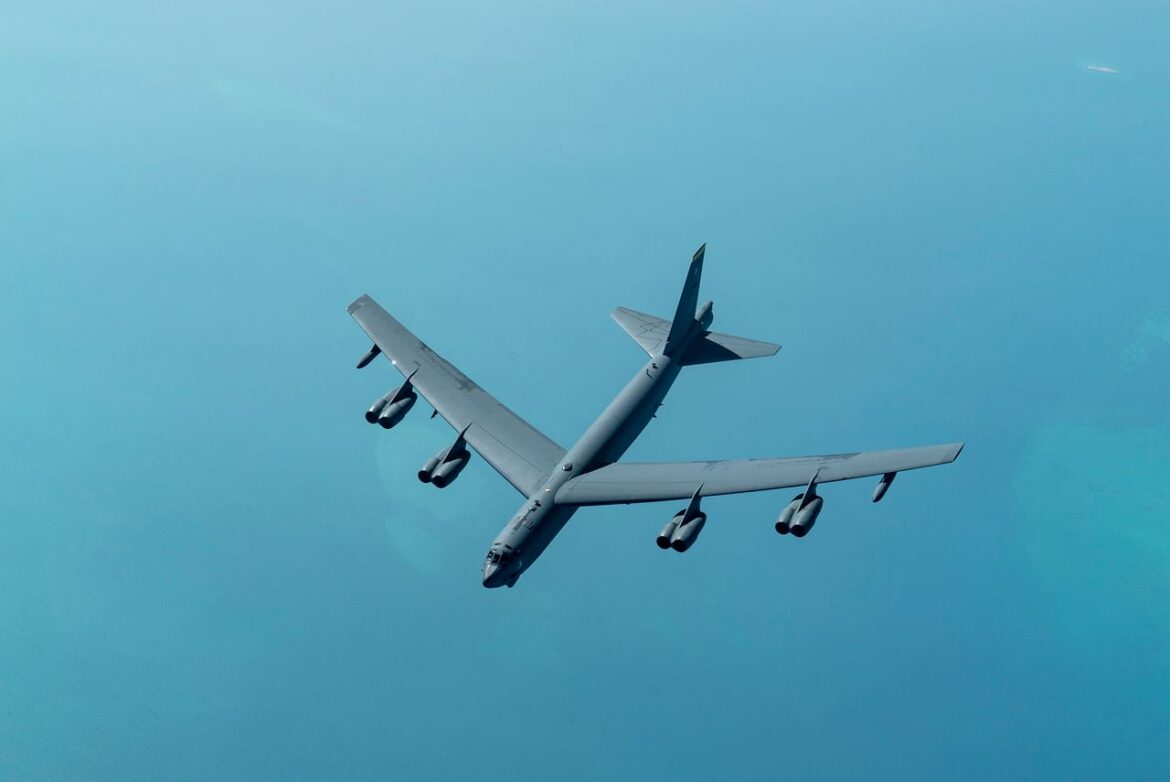 US Flies B-52 Bomber To Gulf In Show of Force Against Iran
